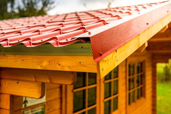 gartenhaus blechdach rot